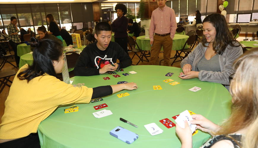 Students playing Ligretto