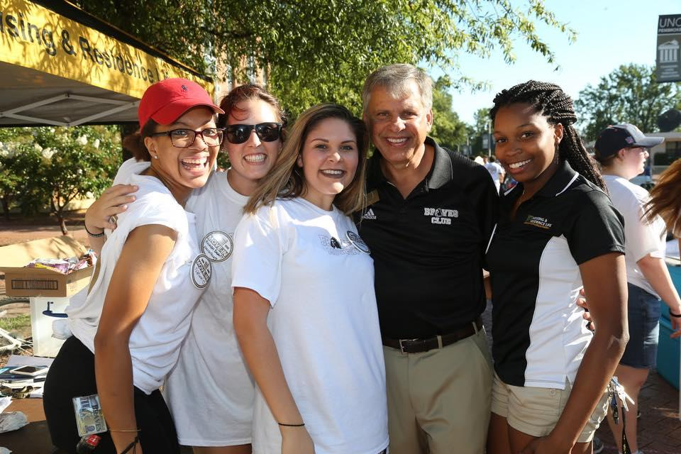 Professor Hannah Baggott (second from left) gathers with students and Chancellor Robin Cummings during move-in day 2016