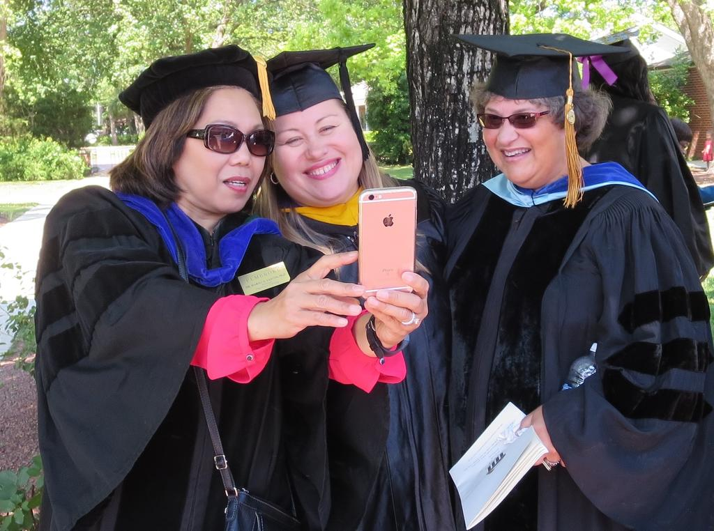 FACULTY ENJOY QUIET MOMENT AFTER COMMENCEMENT