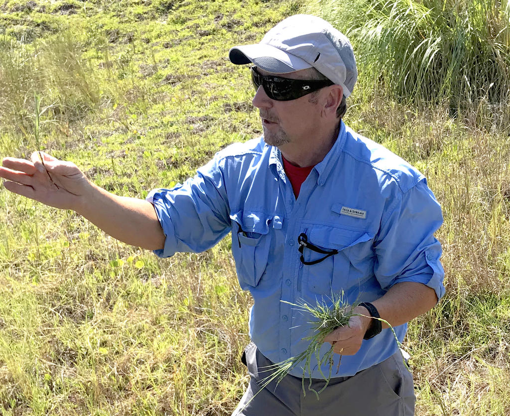LEON JERNIGAN'S FIELD BOTANY COURSE INCLUDES COASTAL PLANTS