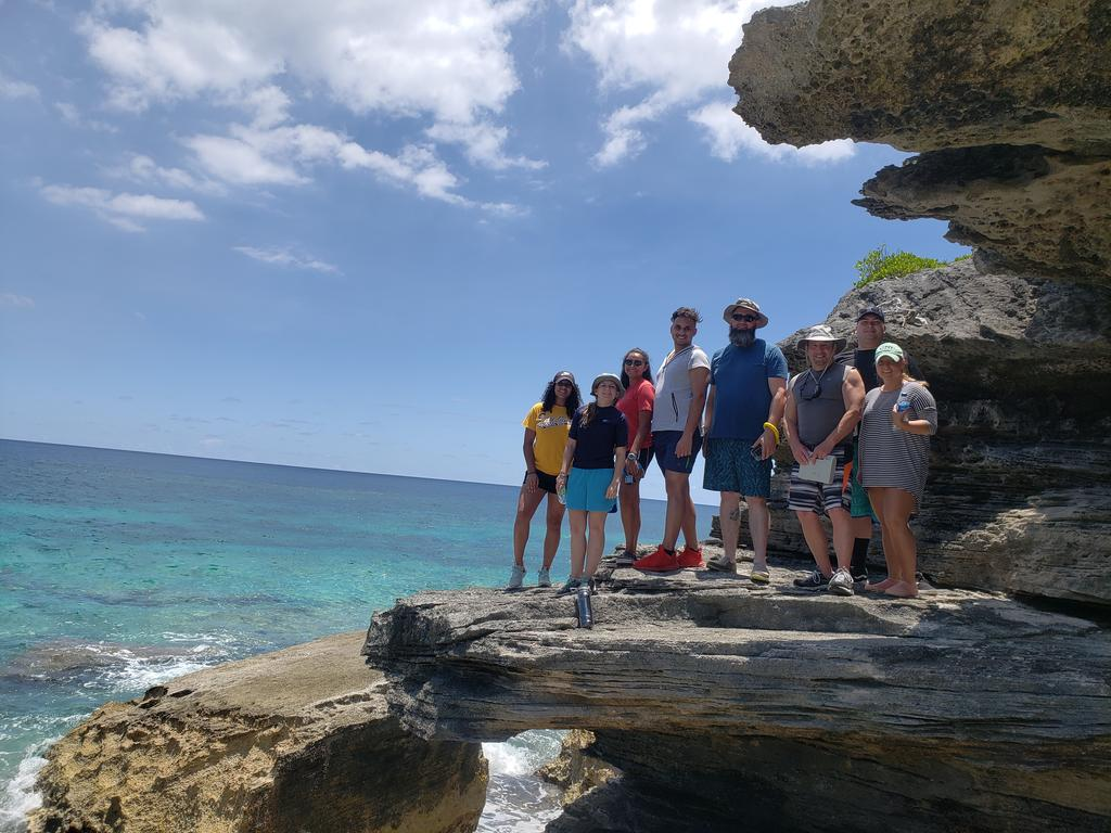 MARINE BIOLOGY STUDENTS STUDY ABROAD IN BERMUDA