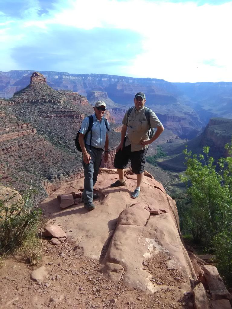 Drs Nelson and Holmes on the 2018 Geology Field Trip
