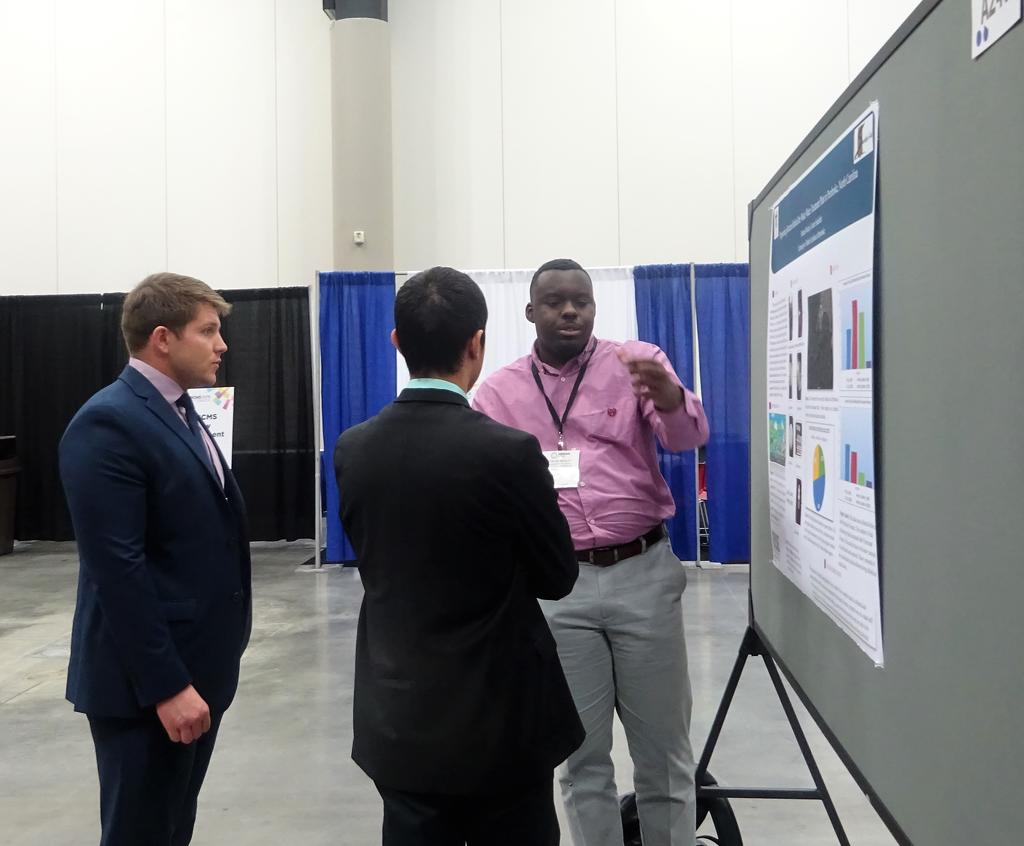 Dontae Mosley presenting his poster at ABRCMS to an audience of two.