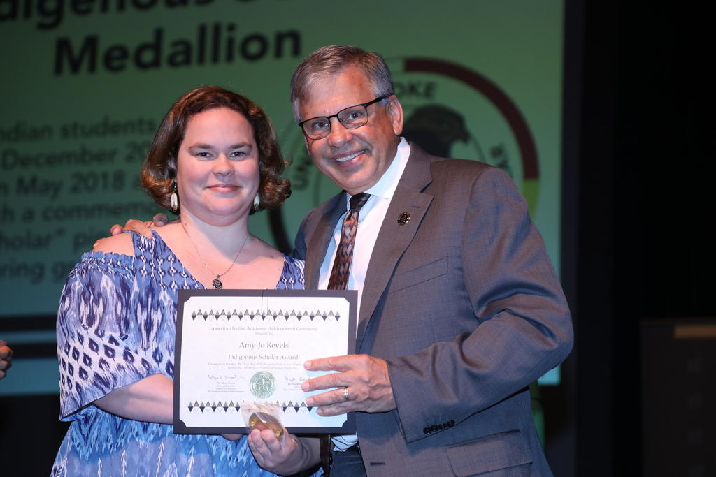 AmyJo Revels received Indigenous Scholar Award 2018 (BSW)