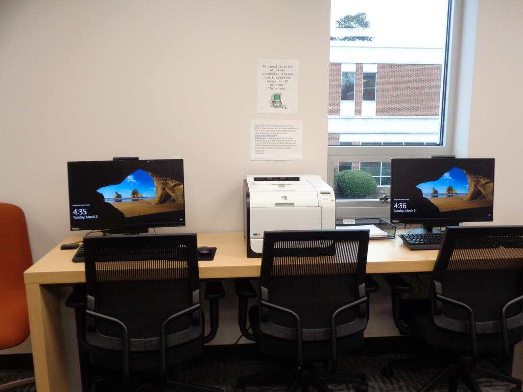 Student computers in Rally Point Veterans Resource Center