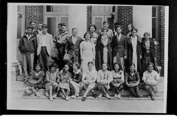 1935 class photo in front of Old Main